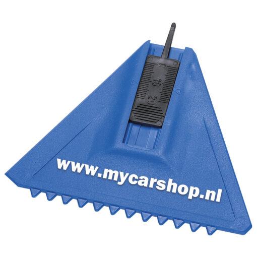 ijskabber profile in het blauw met een zwarte bandenprofiel tester met reclame van pelster automotive