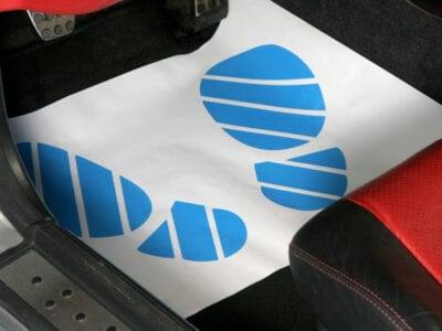 Voetmatten voor tijdens een onderhoudsbeurt | Pelster Automotive